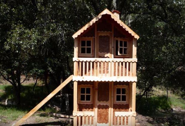 Mobiliario para juego infantil en el jardín